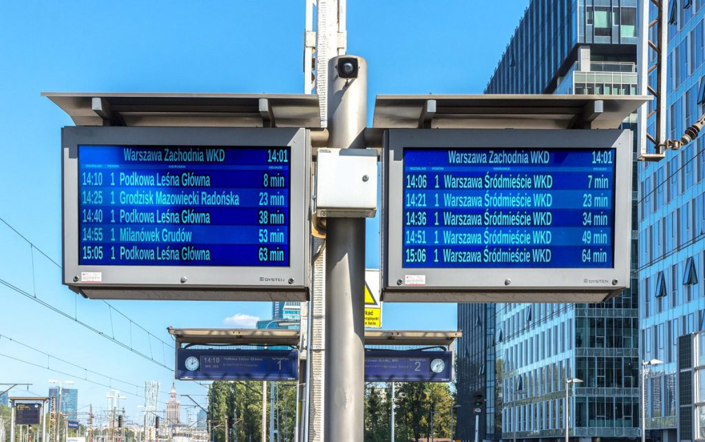 101 platform displays LCD TFT warsow commuter railway