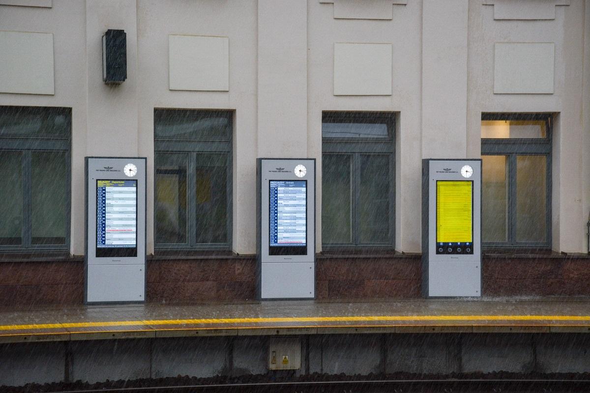 train platform display WOP Infokiosk
