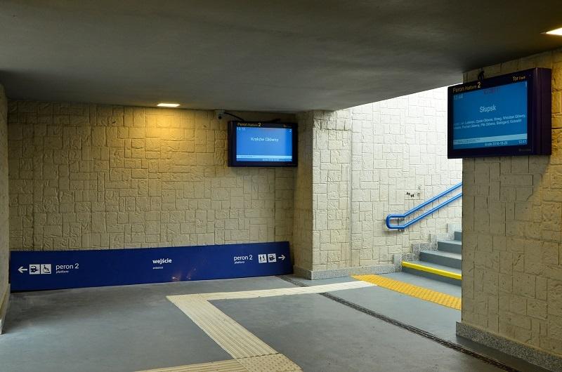 Platform entrance display LCD TFT