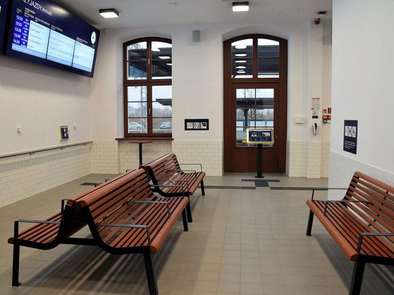 Elektroniczne tablice odjazdów i przyjazdów pociągów w Malczycach