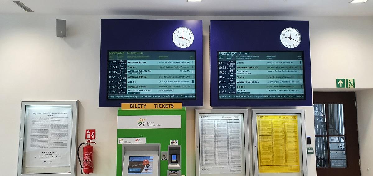 Wyświetlacze Informacji Pasażerskiej Przyjazdy odjazdy z zegarem analogowym